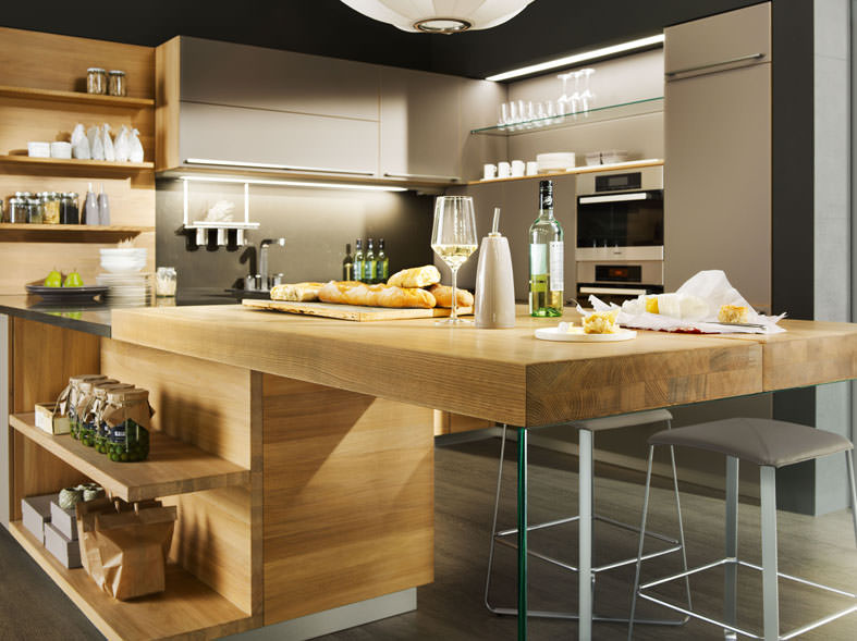 Corti progetto natura linee negozio di arredamento - Cucine con isola piccoli spazi ...